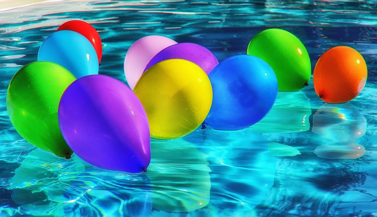 Swimming pool with baloons