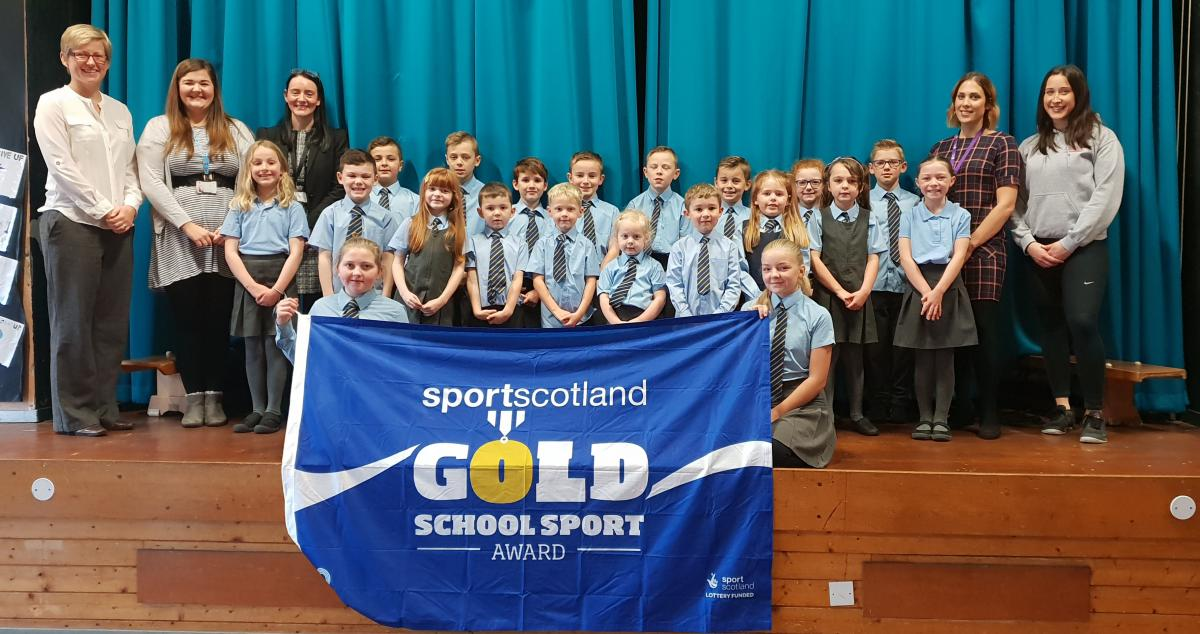 Image of school children and staff with sportscotand flag